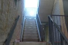 Interieur trappenhuis midden